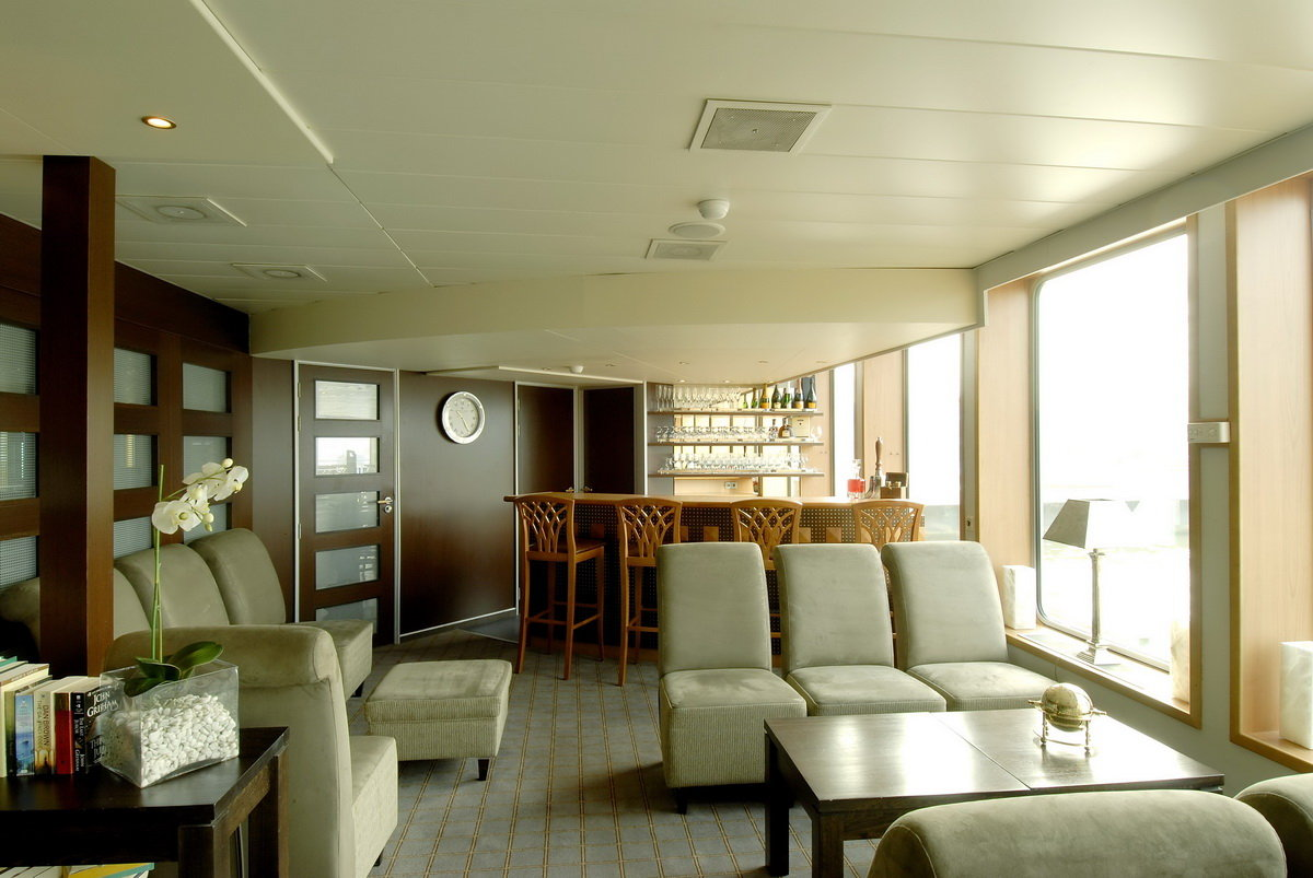 river princess lounge